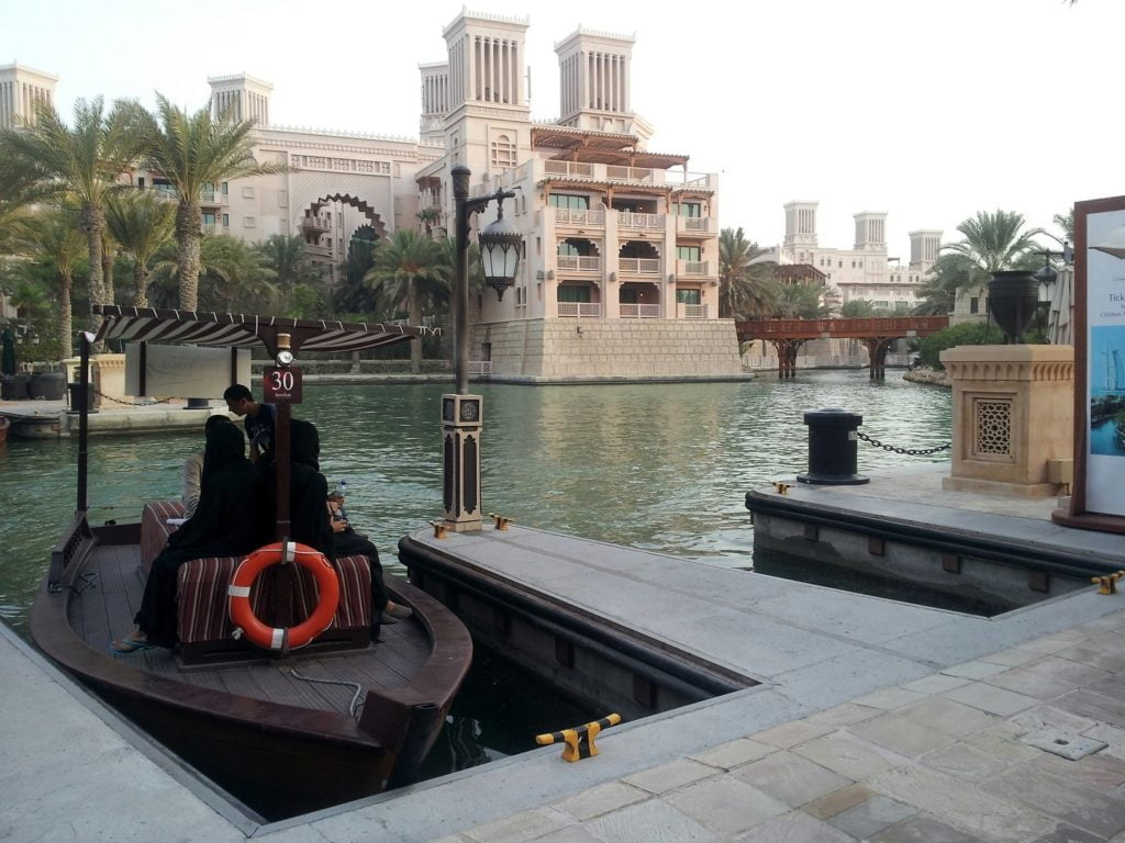 Dubai: SHOPPING AND SKYDIVING (4)