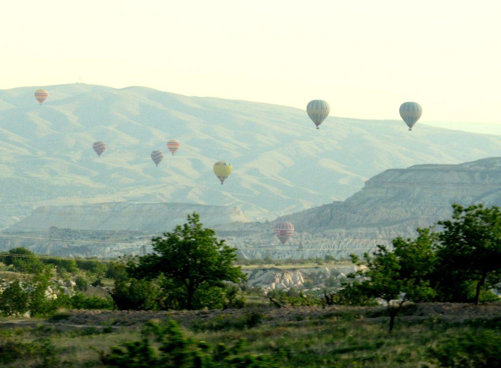 Cappadocia: JOSTLING FOR A BALLOON SEAT (17)