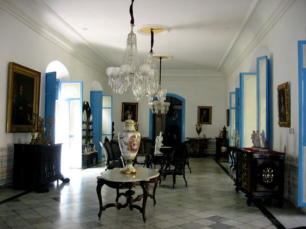 Charming old colonial furniture, Glimpses of The World_opt