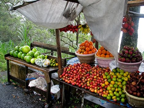 Travel-to-Bali-fruit-stall-Glimpses-of-The-World